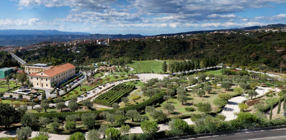 Parco della biodiversit mediterranea b b e spa villa habib for Centro convenienza arredi catanzaro catanzaro cz