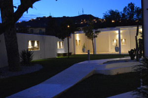 6-bb-catanzaro-villa-habib-rear-night